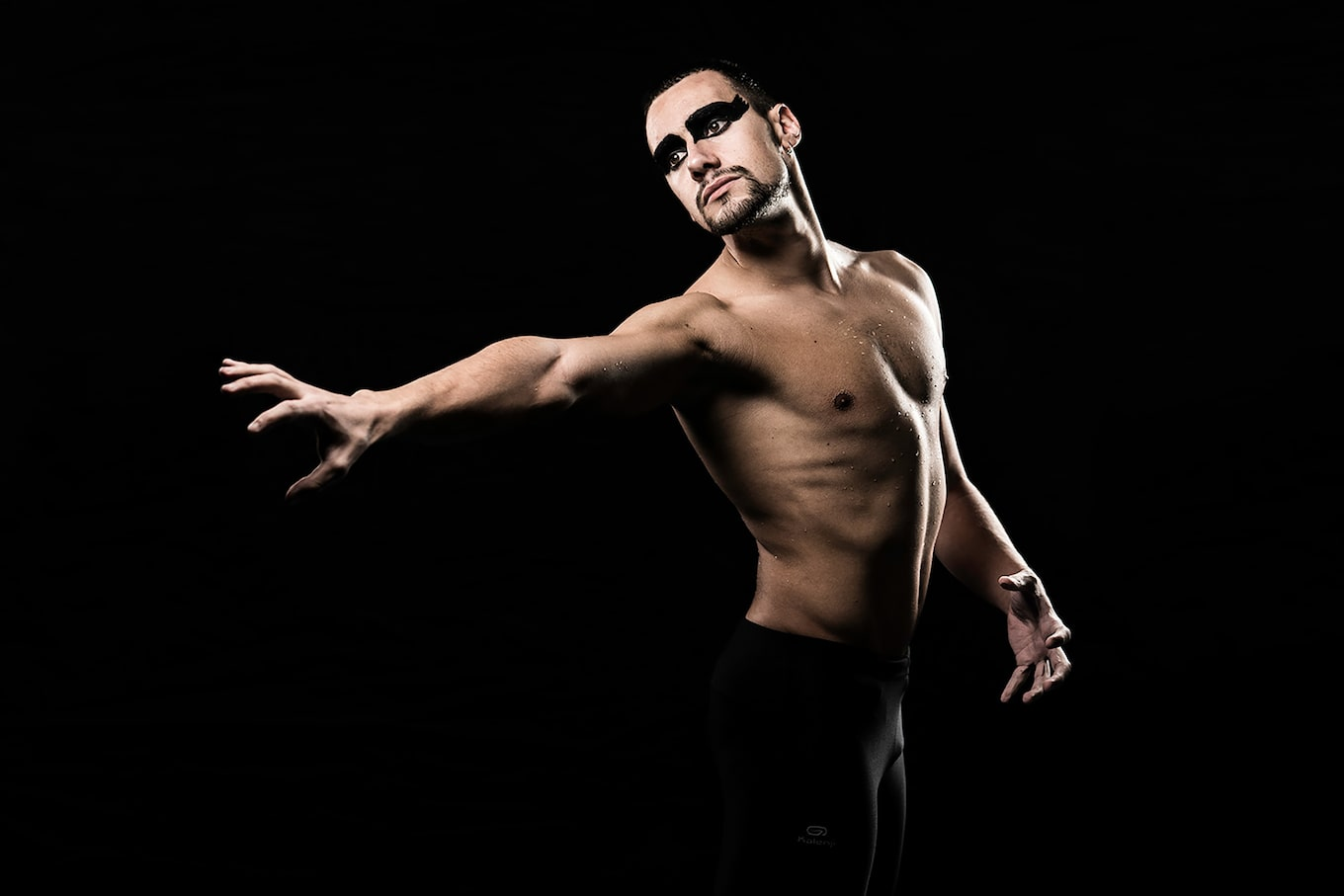 jose-mercado-sony-alpha-9-male-dancer-gestures-to-an-unknown-partner