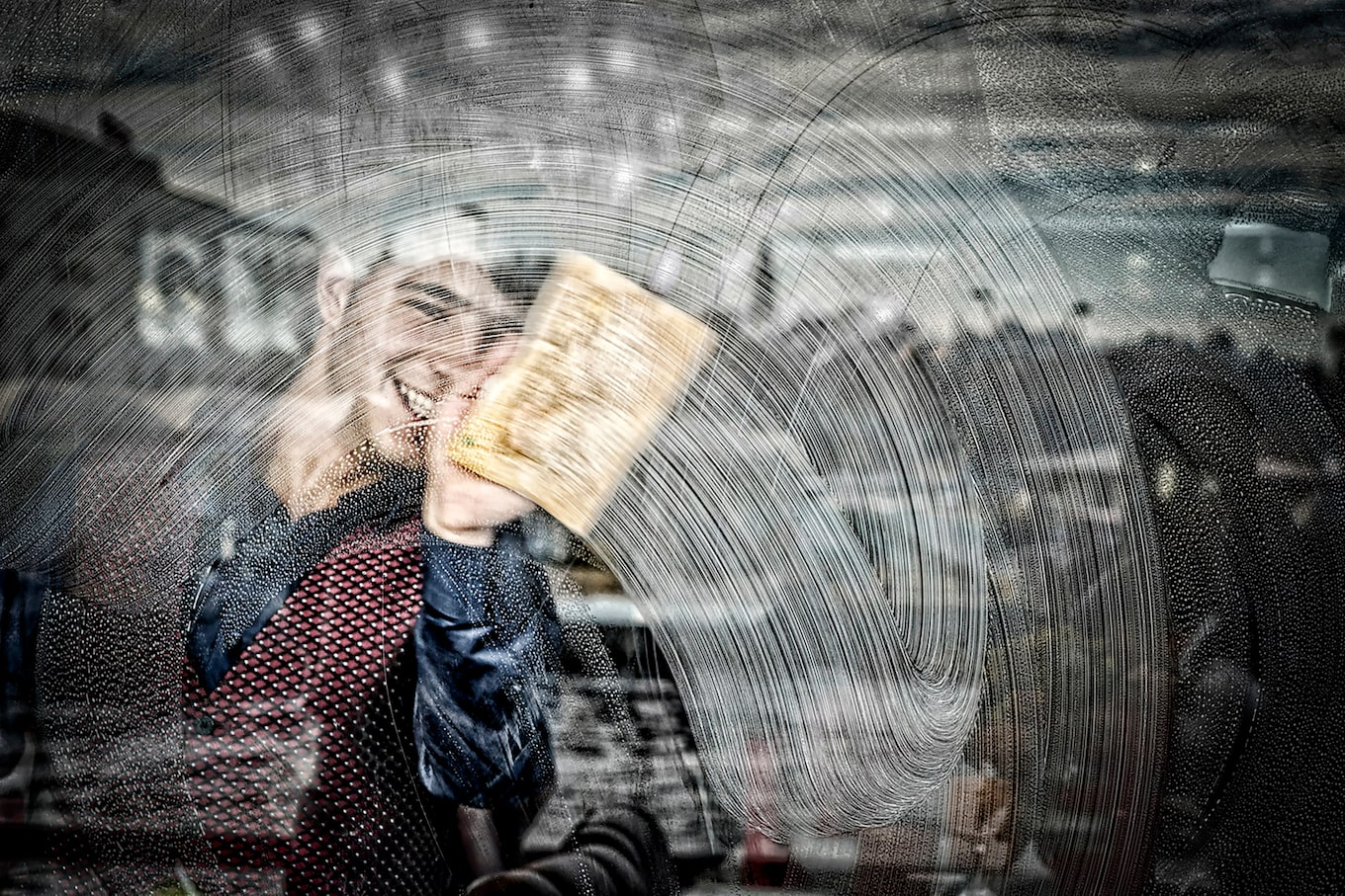 murat-pulat-sony-alpha-7II-smiling-young-man-cleans-window-from-inside