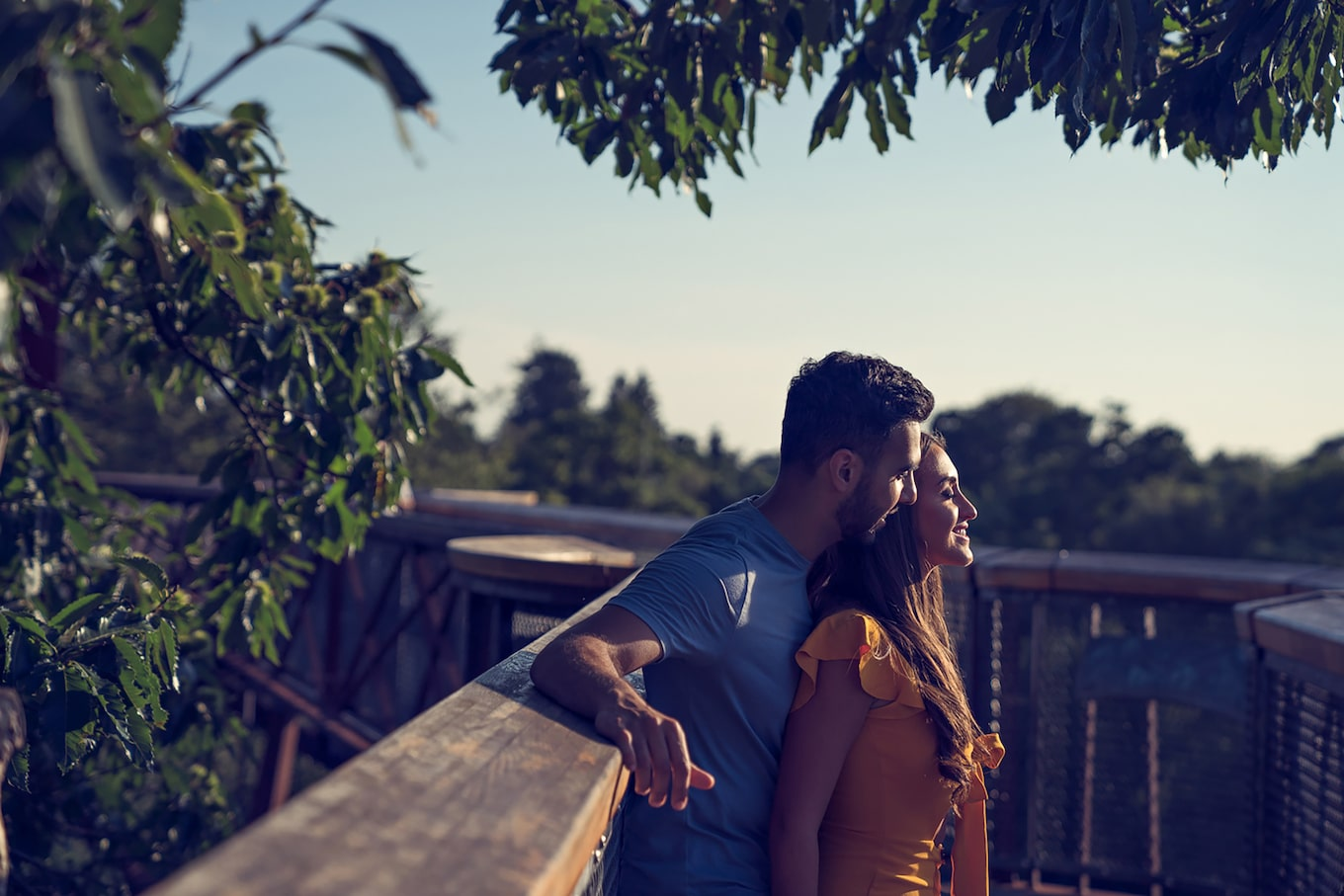 brent-kirkman-sony-alpha-9-couple-embracing-in-tropical-country