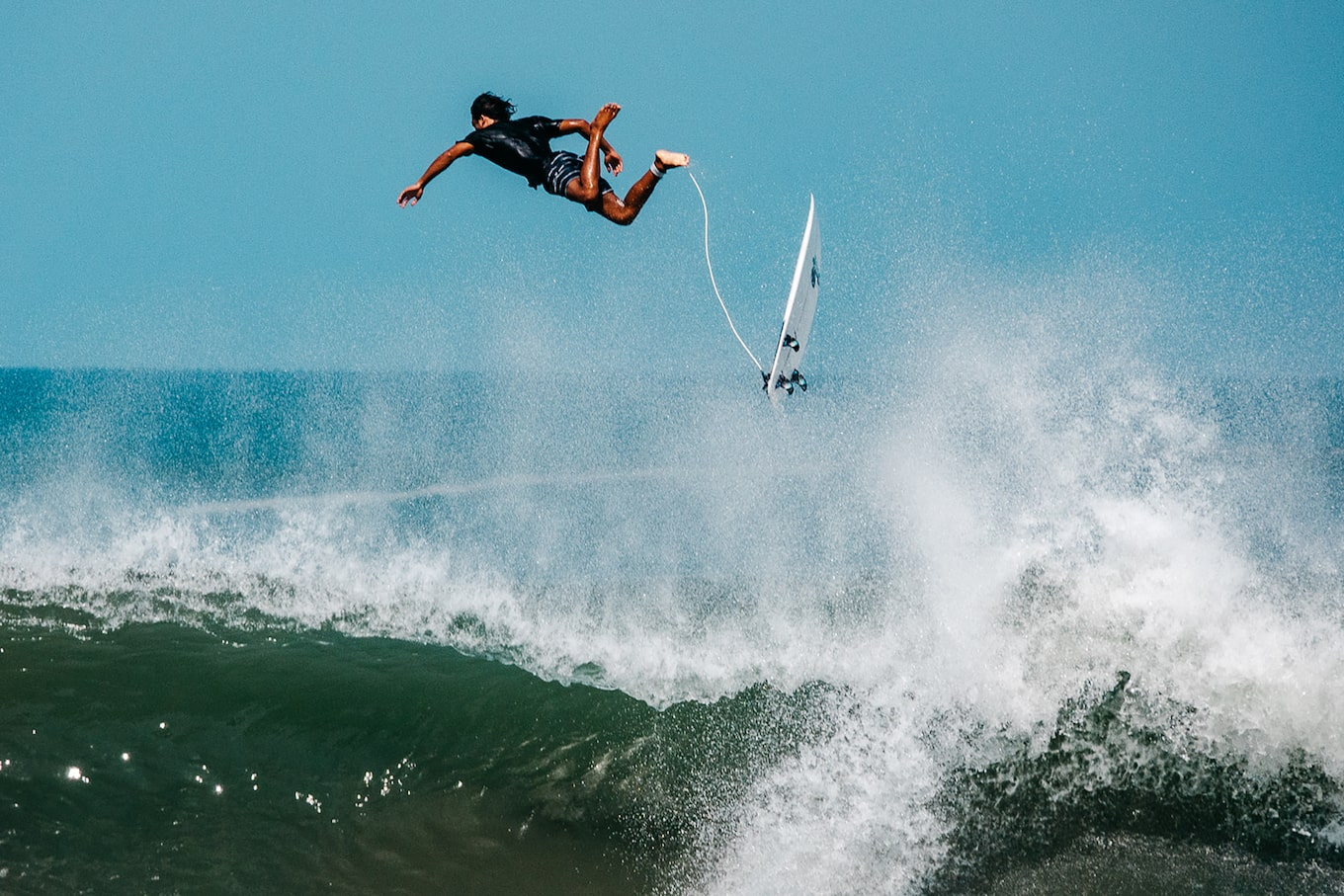 Danas-Macijauskas-sony-RX10M4-surfer-leaping-in-tall-wave-attached-to-surfboard